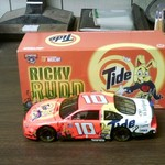 1/24 Scale: 1998 Ford Taurus #10 Tide/Give Kids the World.