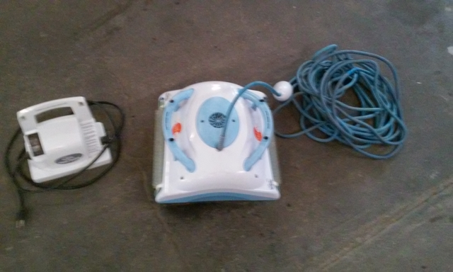 Dolphin Orion automatic pool cleaner