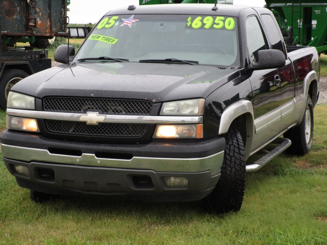 2005 Chevy 1500 4x4 LT extended cab short bed new tires