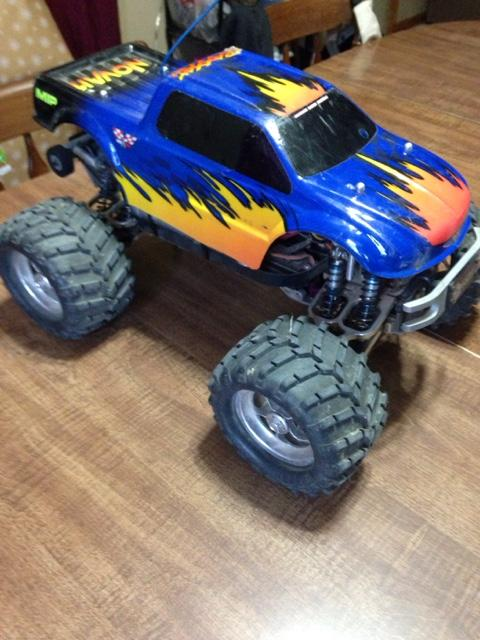 TRAXXAS EMAXX RC 4x4 monster truck