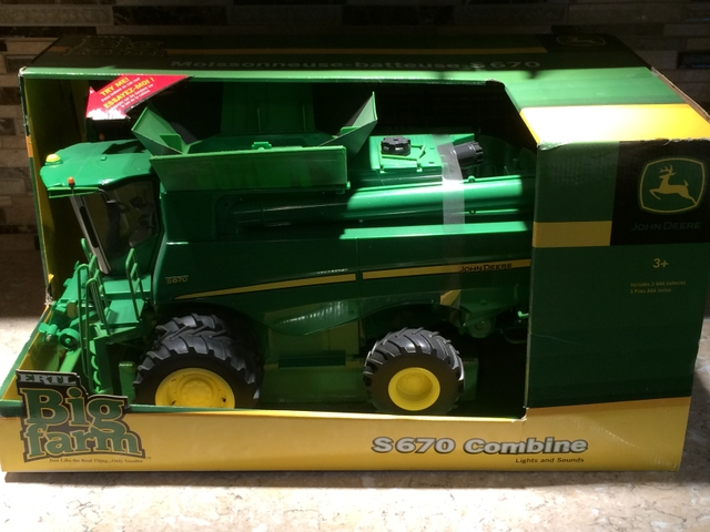116TH ERTL BIG FARM JOHN DEERE S670 COMBINE TBE46070 TOY