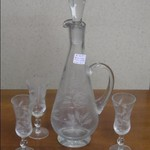 Wine decanter/w 3 glasses