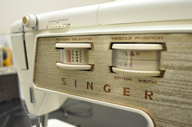 Singer Touch Amp Sew Deluxe Model 750 Sewing Machine W Table