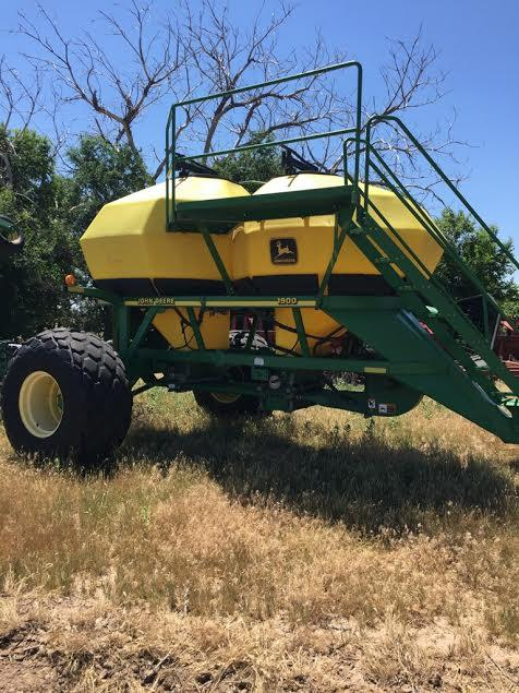 John Deere 1860 air seeder w1900 cart