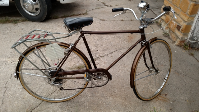 Vintage 1973 Schwinn Suburban 5 speed bicycle