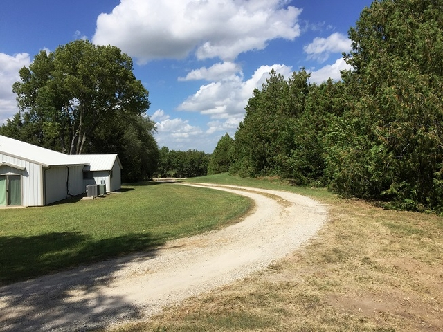 Spacious 3 Bedroom Ranch On 9 5 Acres Rose Hill Kansas