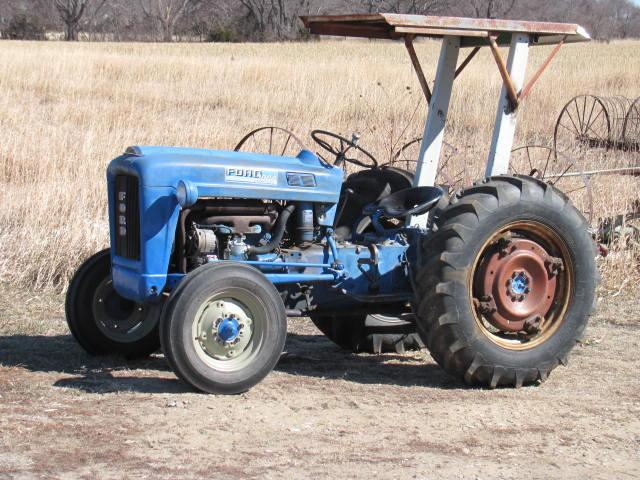 Ford 2000 Tractor Wheels : Ford tractor great little nex tech
