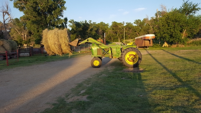 John deere 4010 with loader