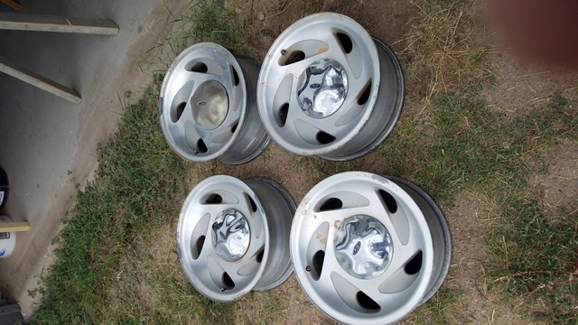 Set of 4 2002 Ford F150 stock wheels. 17quotx7.5quot