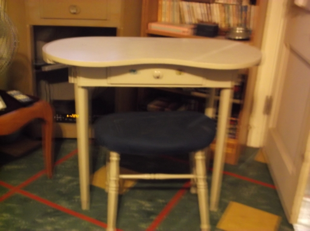 Very Small Desk With Drawer And Padded Stool Descent Nex