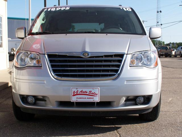 2010 Chrysler Town Amp Country Touring 215 Per Month