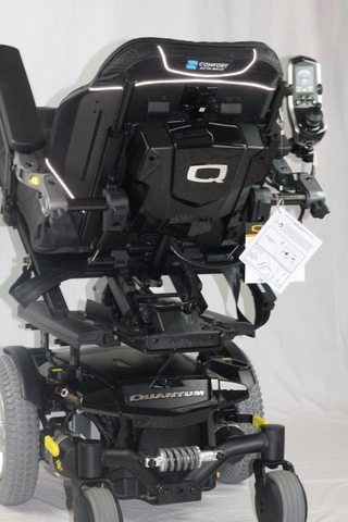 Auction - Quantum Q6 Edge Power Wheelchair new$16,795