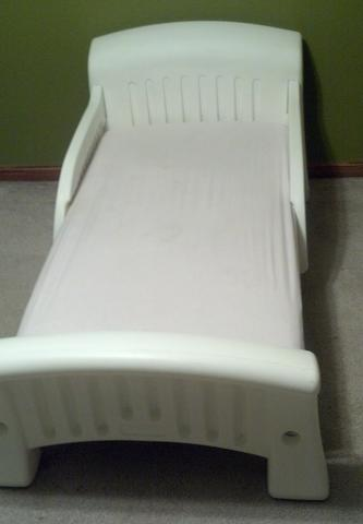 cosco white plastic toddler bed 2