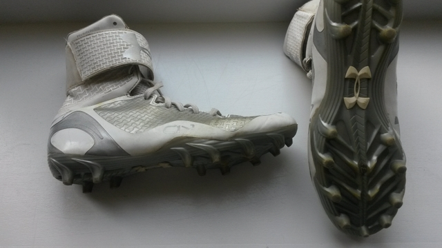 Underarmour Football Cleats Youth size 6