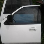 2005 ford expedition doors