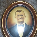 VINTAGE SHADOW BOX PICTURE FRAME W/ELDERLY MAN'S PORTRAIT