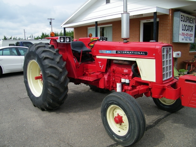 1976 International 674 RC tractor