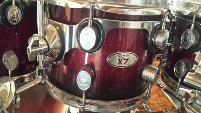 Pdp X7 Maple Lacquer 7 Piece Drumset On Pearl Icon Rack