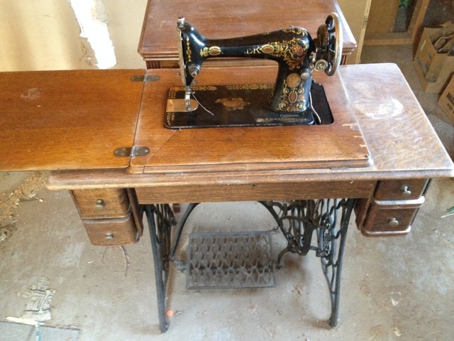foot operated singer sewing machine
