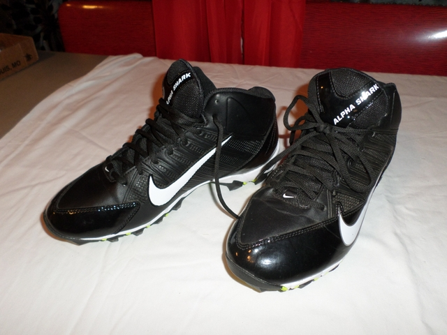 Nike Football Cleats Boys Size 9 NEW