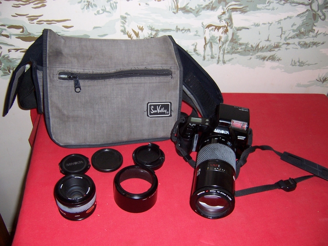 Minolta Maxxum 3000i 35mm Film camera with 2 lenses and flas