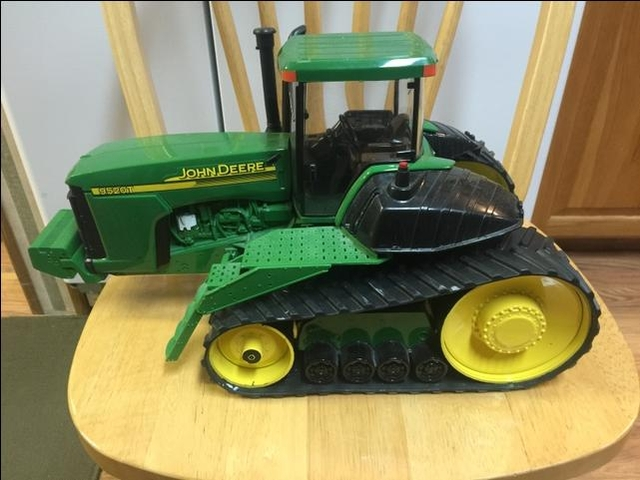 JOHN DEERE 9520T DEALER EDITION TOY TRACTOR