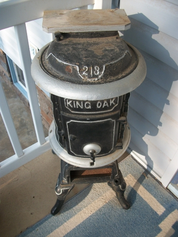 Old Antique Wood Stove, quotUse for decorationquot Needs repainted