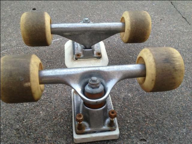 Pair of oldschool venture skateboard trucks-price reduced