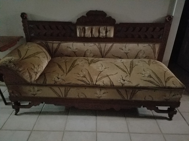 Walnut fainting couch nex tech classifieds for Small fainting couch