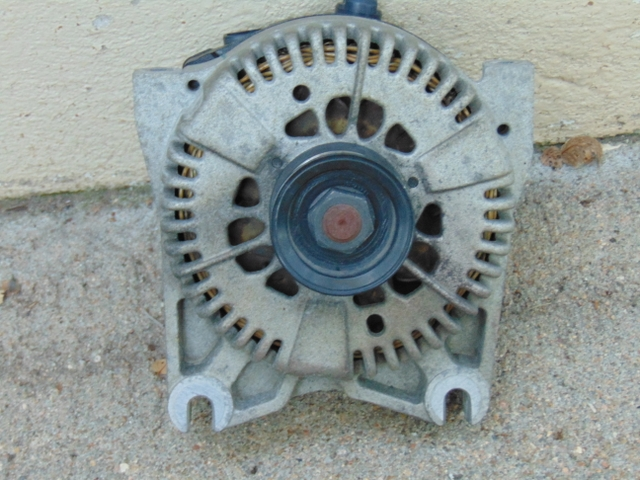 ALTERNATOR FOR 4.6 FORD ENGINE . From a Crown Victoria.