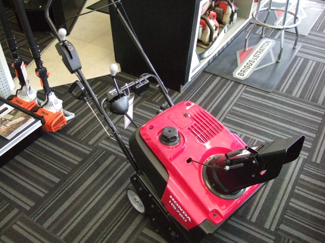 HONDA SINGLE STAGE SNOWBLOWER HS720AS - BRAND NEW LK