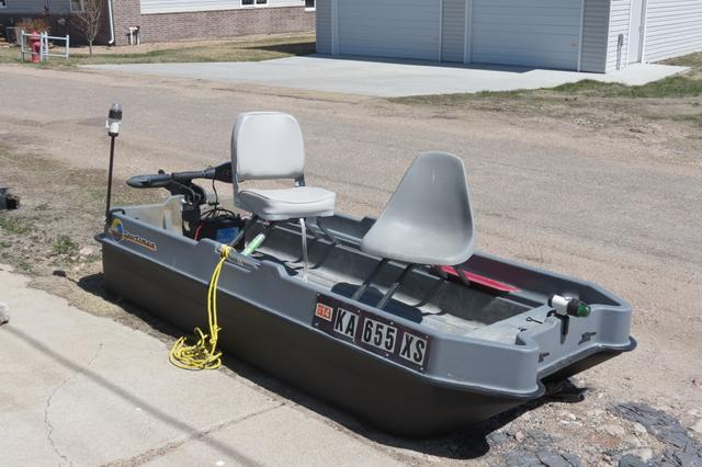 Sold sold sun dolphin sportsman 2 man bass boat nex tech for Two man fishing boat