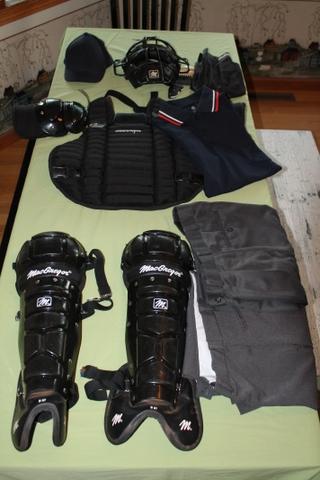 SOLD - Full Set of Umpire Gear