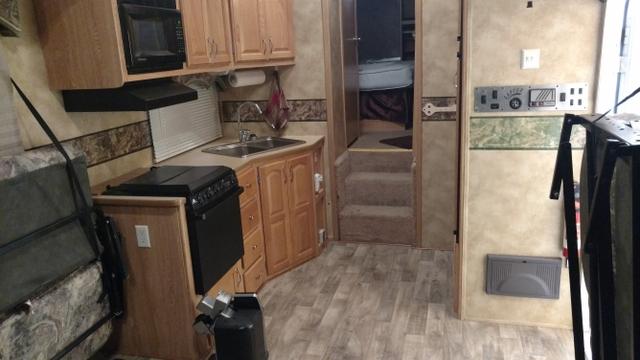 Fully Equipped Garage : Keystone toyhauler nice ft garage fully