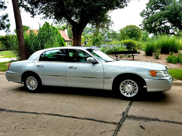 1998 Lincoln Town Car Signature Series Super Nice Nex Tech