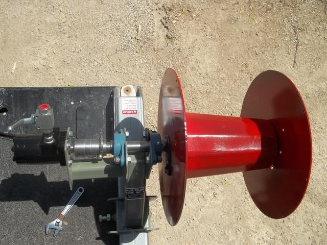 New Douglas Dew Eze Bale Bed Electric Fence Wire Roller
