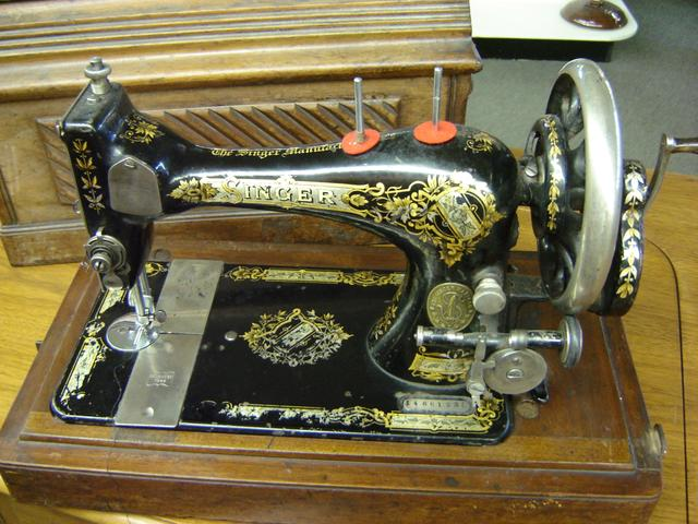40 Antique Singer Hand Crank Sewing Machine With Wood Case Nex Interesting Singer Hand Crank Sewing Machine